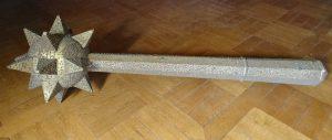 4.Masse d'arme dorée et cloutée, provenance et date d'entrée dans les collections inconnues