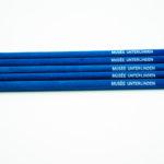 crayons de papier avec gomme bleus velours
